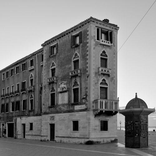 Palazzo Grassi  | HYPERVENEZIA